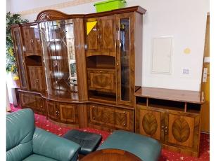 Moderne Wohnwand kernbuche massiv mit integriertem TV-Teil und Vitrine mit LED-Beleuchtung (gebraucht)