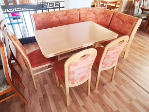Essecke + Esstisch ausziehbar + 2 Stühle gepolstert rot/buche (gebraucht)