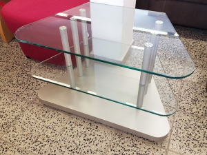 Glas TV-Teil silber mit drei Ablagen und Rollen (gebraucht)