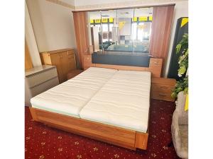 Modernes Schlafzimmer 2-teilig beton-optik/weiss mit LED-Beleuchtung (gebraucht)