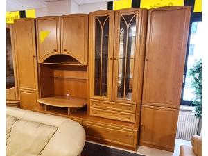 Anbauwand buche mit integriertem TV-Teil und Glasvitrine (gebraucht)