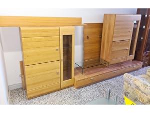 Wohnwand buche mit integriertem TV-Teil und Hänge-Glasvitrine (gebraucht)