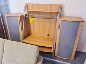 Anbauwand buche/grau mit integriertem TV-Teil und Glasvitrine (gebraucht)