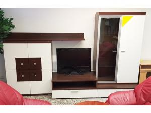 Wohnwand choco/weiss mit integriertem TV-Teil und Vitrine (gebraucht)