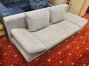 2-Sitzer Couch mit Schlaffunktion und Holzabsetzungen bunt gemustert (gebraucht)