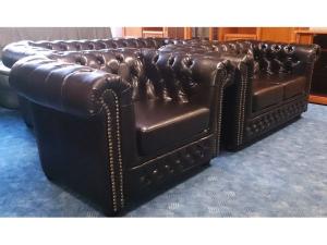 Couch York 3/2/1 in Chesterfield-Optik antikbraun mit Nieten
