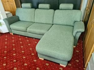 Eckcouch mit Schlaffunktion und Bettkasten  + Sessel + Hocker hellgrün gemustert (gebraucht)