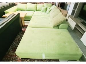 3-Sitzer Couch mit Schlaffunktion und Bettkasten bordeaux-rot (gebraucht)