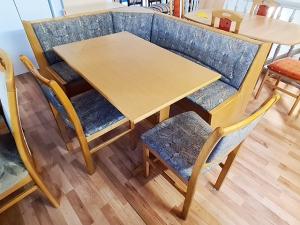 Essecke + Esstisch ausziehbar + 2 Stühle gepolstert erlefarben (gebraucht)