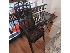 Esstisch ausziehbar kirschbaum + 2 Stühle gepolstert (gebraucht)
