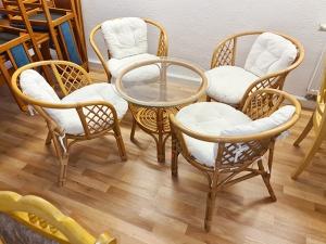 Esstisch ausziehbar kirschbaum + 6 Stühle gepolstert (gebraucht)