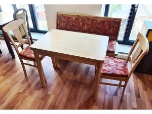 Italienische Stilmöbel Esstisch + 6 Stühle Selva glänzend-cremeweiss/dunkelgrün (gebraucht)