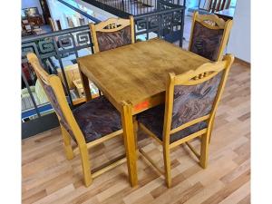 Hochwertiger Esstisch im Kolonialstil braun + 4 Barock-Stühle mit Leopardenmuster (gebraucht)