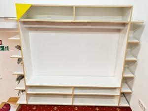 Hochwertiger Raumteiler hochglanz-weiss/silber (gebraucht)