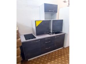 Küchenzeile Nobilia mit Geräten ahorn/blau (gebraucht)