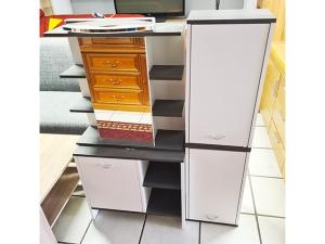 Schreibtisch mit Schubkästen und Rollcontainer ahorn (gebraucht)