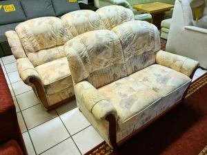 3-Sitzer Couch mit Schlaffunktion und Holzfüßen grau (gebraucht)