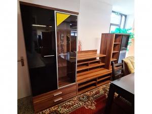 Moderne Wohnwand hochglanz-schwarz/zwetschke mit integriertem TV-Teil (gebraucht)