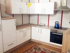 Eckküche Santorin mit Geräten sonoma-eiche / hochglanz-weiss (NEU)