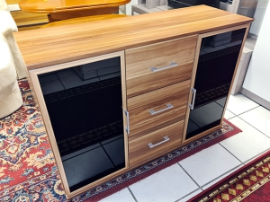 Sideboard 2-türig mit vier Schubkästen ahorn/rot (gebraucht)