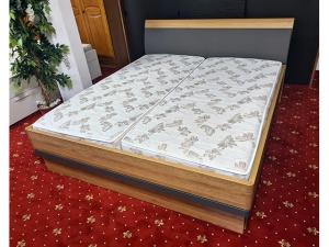 Hochwertiges Schlafzimmer Nolte Delbrück 5-teilig choco/hochglanz-weiss mit Beleuchtung (gebraucht)