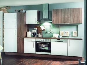 Küchenblock Julia mit Geräten trüffel-eiche / hochglanz-weiss (NEU)