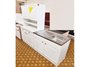 Küchenzeile Nobilia 2-zeilig mit Geräten im Landhausstil ahorn kristall (gebraucht)